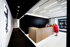 La SHED architecture proyecta una nueva imagen para la óptica L'Aire Visuelle