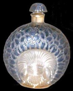 René Lalique - Flacon Violette Lalique Perfume Bottle, Antique Perfume Bottles, Potion Bottle, Bottle Art, Lalique Jewelry, Perfect Glass, Art Deco Movement, Perfume Samples, Art Of Glass