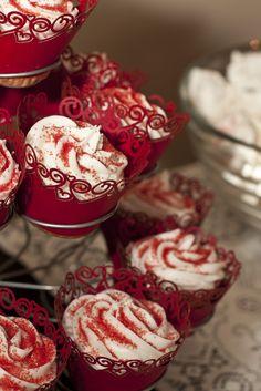 Alice in Wonderland Queen of Hearts cupcakes #aliceinwonderland #cupcakes