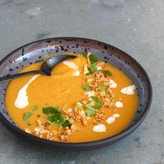 Zoete aardappelsoep met kokosmelk Kids Meals, Easy Meals, Soup Recipes, Vegan Recipes, Healthy Pumpkin, I Love Food, Food To Make, Foodies, Curry