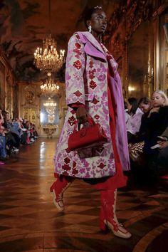 Vivetta Ready To Wear Fall Winter 2019 Milan Live Fashion, World Of Fashion, Fashion Show, Michael Kors Fall, Vivetta, Purple Fashion, Milan Fashion Weeks, Show Photos, Coats For Women