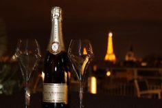 Coupe de champagne?  Oui s'il vous plait!