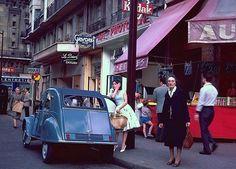 Citroën 2CV 2cv6, 1960s Cars, Colouring Pics, Car Humor, Car Manufacturers, The Good Old Days, Motor Car, Peugeot, Classic Cars