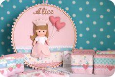Casinha de Pano: Quadro Bastidor e mini nécessaires da Alice