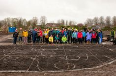 alle vrijwilligers tijdens aanplantendagen Vlinderhof NL Doet - ontwerp Piet Oudolf