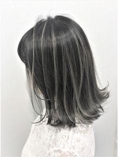 Platinum Blonde Highlights, Hair Highlights, Medium Hair Styles, Short Hair Styles, Lisa Hair, Gray Balayage, Dark Ombre Hair, Girl Hair Colors, Permed Hairstyles