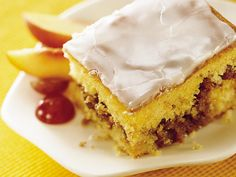 Honey Bun Cake- Uses a Cake Mix ! Easy , Quick and Yummy Honey Bun Cake, Honey Buns, Köstliche Desserts, Delicious Desserts, Yummy Food, Yummy Eats, Cake Recipes, Dessert Recipes, Gourmet Recipes