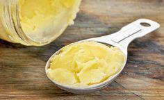 (Zentrum der Gesundheit) – Ghee scheint die Butter zu sein, die den Cholesterinspiegel senken kann. In einer US-amerikanischen Studie stellte sich heraus, dass medizinisches Ghee – und dann auch noch in täglich relativ grossen Mengen verzehrt – die Cholesterinwerte senken kann und laut einer weiteren Studie auch zu deutlich besserer Herz-Kreislauf-Verfassung führt als bei Menschen, die kein Ghee essen. Ghee wirkt demnach in völlig gegensätzlicher Weise als erwartet. Schliesslich wird im…