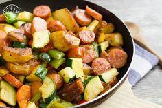 Zöldséges-kolbászos egytál - NAGYON JÓ Kung Pao Chicken, I Foods, Pork, Sweet, Ethnic Recipes, Tej, Blog, Pork Roulade, Pigs
