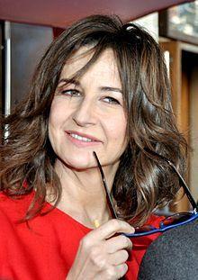 Valérie Lemercier, née le 9 mars 1964 à Dieppe, est une actrice, humoriste, scénariste, réalisatrice et chanteuse française. Elle a reçu deux fois le César de la meilleure actrice dans un second rôle : en 1994 pour Les Visiteurs et en 2007 pour Fauteuils d'orchestre