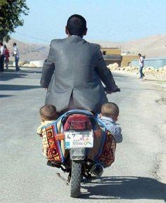 Bebês a bordo. #moto