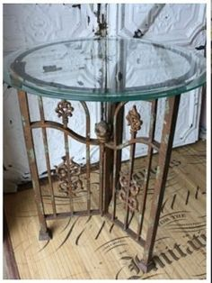 Iron Gate Table I love, love things made out of old iron fences and gates ! saw some old/rusty white wrought iron porch bannister at the house next door! Metal Furniture, Repurposed Furniture, Accent Furniture, Industrial Furniture, Painted Furniture, Diy Furniture, Wrought Iron Fences, Console, Repurposed Items