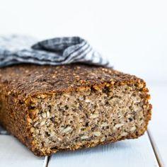 Groft rugbrød bagt med surdej Lithuania Food, Banana Bread, Food And Drink, Snacks, Cooking, Desserts, Breads, Kitchen, Tailgate Desserts
