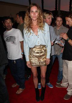 Erin-Wasson-model-street-style-off-duty-red-carpet-chic-in-Balmain-mini-skirt-and-denim-shirt