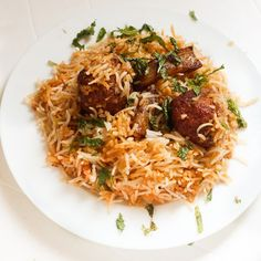 Pakistani Kofta Biryani recipe or the meatball biryani can be made with any kind of mutton mince. You can try with chicken, lamb or even beef. Halal Recipes, Veg Recipes, Indian Food Recipes, Pasta Recipes, Curry Recipes, Halal Meals, Arabic Recipes, Kitchen Recipes, Bread Recipes