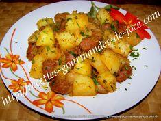 Poêlée de pommes de terre fondantes aux merguez et champignons Fondant, Chicken, Meat, Food, Party Desserts, Round Kitchen, Fondant Icing, Essen, Yemek