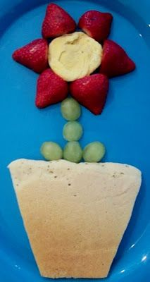 flower breakfast - pancake mix, 3 strawberries, 1 beaten egg (cooked - for the center of the flower), and a few green grapes