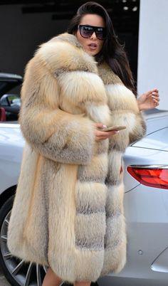 Fur Coat Outfit, Fox Fur Coat, Fur Coats, Fur Fashion, Fashion Outfits, Womens Fashion, Mode Mantel, Fabulous Furs, Mink Fur