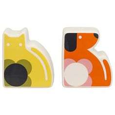Orla Kiely has expanded her collection of kitchenware with the addition of these SUPER adorable trays and salt & pepper shakers - I love th. Orla Kiely, Textile Design, Floral Design, Handbag Display, Salt And Pepper Set, Linen Bedding, Dog Cat, Retro, Cats