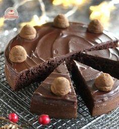 Lisztmentes gesztenyés csokoládétorta Sweet Desserts, Delicious Desserts, Yummy Food, Tasty, Healthy Cake, Healthy Sweets, Easter Recipes, Cupcake Recipes, No Bake Cake