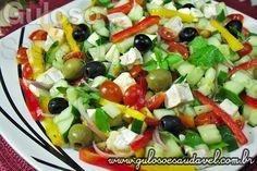 Esta colorida versão da famosa Salada Grega é deliciosa, simples, refrescante e perfeita!  #Receita aqui: http://www.gulosoesaudavel.com.br/2013/02/04/salada-grega/