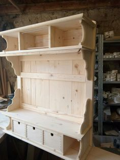 Shabby Look, Shabby Chic, Old Farm Houses, Bed Furniture, Kitchen Design, Police, Woodworking, Shelves, Storage