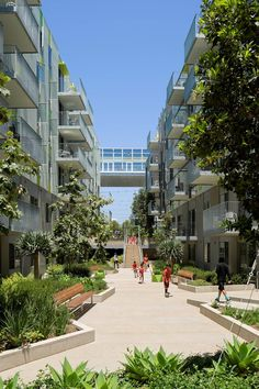 Ocean Avenue South. Image Courtesy of Koning Eizenberg Architecture, Moore Ruble Yudell Architects & Planners LTD