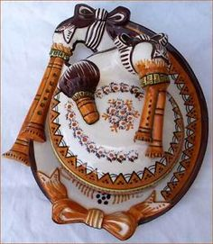 Bagpipe butter dish