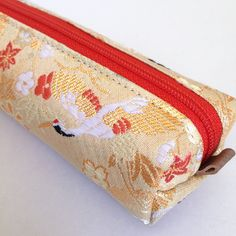 [ Wishes put into crane pattern ]  The pattern was often used on kimono wore on special occasions or on Japanese lacquer wares. Crane is said to be a messenger of god and his transport.