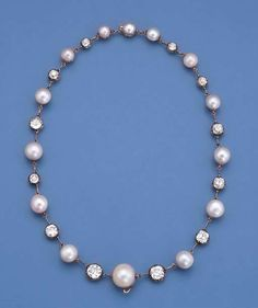 A VERY FINE ANTIQUE PEARL AND DIAMOND NECKLACE