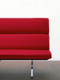 Partial front view of a red Eames Sofa Compact, showing the minimalist mid-century style. Mid Century Style, Mid Century Modern Design, Long Relationship, Charles & Ray Eames, George Nelson, Lounge Seating, Modern Graphic Design, Herman Miller, Sofa