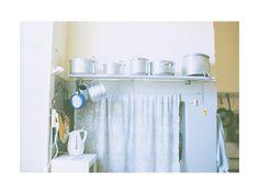高橋ヨーコ Sam Abell, Curtains, Polaroids, Room, House, Image, Home Decor, Kitchen, Photography