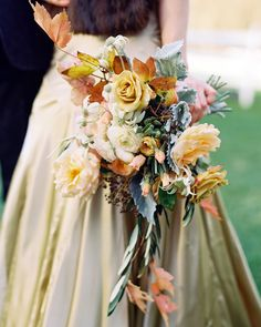Happy first day of Fall! Here's to cooler nights, golden hues and falling leaves, and more bouquets just like this one. photo: @karenwisephoto, floral design: @saipua, dress: @pninatornai #snippetandink #meaningfulwedding  via ✨ @padgram ✨(http://dl.padgram.com)