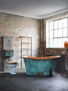 A beautifully unique free standing copper bath tub with hues of turquoise up against a rustic brick wall. Copper Decor, Copper Bathtubs, Rustic Bath, Copper Bath, Copper Interior, Free Standing Bath Tub, Rustic Bathrooms, Beautiful Bathrooms, Bathroom Inspiration
