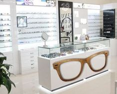 This is a retail space because they sell glasses. Boutique Interior, Shop Interior Design, Store Design, Shop Interiors, Office Interiors, Optometry Office, Glasses Shop, Optical Shop, Clinic Design