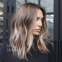 Hair Color Balayage Mid Length Colour Ideas For 2019 Bob Hair, Ombré Hair, Medium Hair Styles, Short Hair Styles, Ombre Hair Styles, Medium Length Wavy Hairstyles, Perfect Hair Color, Beachy Hair, Beachy Waves