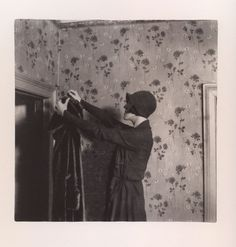 Paul Nougé, Subversion des images (Manteau suspendu dans le vide), 1929-1930