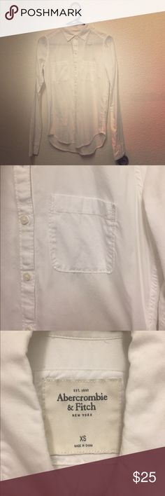 Abercrombie fitch white pocket button down shirt In great condition Abercrombie & Fitch Tops Button Down Shirts