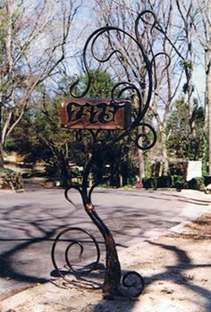 Art Metal Studios: Wrought iron, brass & copper custom mailboxes Love, love, love this Unique Mailboxes, Custom Mailboxes, Painted Mailboxes, Ideas Terraza, Sculpture Metal, Wall Sculptures, Wrought Iron Decor, Metal Crafts, Metal Projects