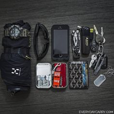 My Everyday Carry - Photographer in Mexico City, MX I am a photographer located in Mexico City. This is my EDC minus my light first aid Edc Carry, Carry On, Edc Essentials, Everyday Carry Items, Edc Tactical, Go Bags, Light My Fire, Mens Gear, Tactical Gear