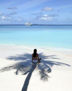 La nueva #novia meditando frente al azul del caribe...