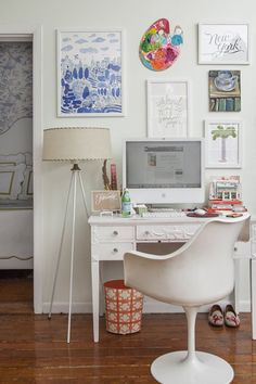 Small gallery over desk. Crushing on the used artist palette. via Chinoiserie Chic: iMac - A Thing of Beauty