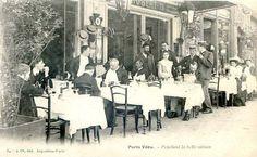 """Les cafés et restaurants du Paris d'antan - La terrasse d'un restaurant parisien, """"pendant la belle saison""""... (carte postale, vers 1900)"""