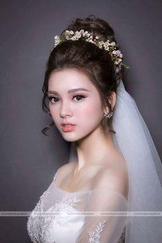 Wedding Hairstyles Korean Faces 45 Ideas For 2019 – consentient-schoolr Korean Wedding Hair, Asian Wedding Makeup, Bridal Makeup Looks, Asian Makeup, Bridal Hair And Makeup, Bride Makeup, Chinese Bride, High Fashion Makeup, Bridal Hair Updo