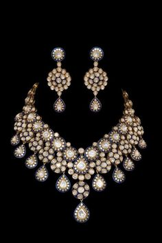 Fulfill a Wedding Tradition with Estate Bridal Jewelry Gold Jewelry Simple, Stylish Jewelry, India Jewelry, Gold Jewellery, Gold Bangles, Jewellery Sketches, Wedding Jewelry, Jewelery, Jewelry Design
