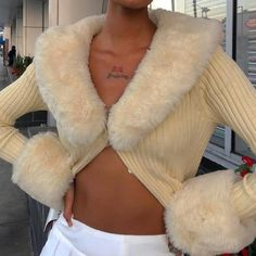 Clothing Length: RegularCollar: V-NeckSleeve Length: FullSleeve Style: RegularMaterial: PolyesterThickness: StandardClosure Type: Single Breasted Cardigan En Maille, Ribbed Cardigan, Jumpers For Women, Cardigans For Women, Style Année 90, Cardigan Outfits, Looks Cool, Fur Collars, Fur Trim