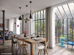 Une ambiance industrielle pour ce loft niché au coeur de Paris. Les cloisons ont été abattues pour donner davantage de clarté à cet intérieur.  On aime : la superbe verrière.