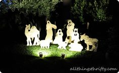Love this #DIY yard Christmas nativity set by All Things Thrifty on iheartnaptime.net