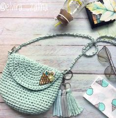 Crochet Backpack Pattern, Crochet Wallet, Crochet Dog Patterns, Crochet Coin Purse, Free Crochet Bag, Crochet Symbols, Crochet Purses, Crochet Gifts, Diy Crochet