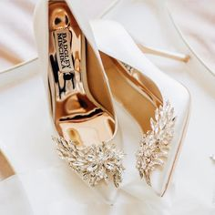 6 Beautiful Wedding Dress Trends in 2020 Bridal Wedding Shoes, Bridal Heels, Wedding Dress Trends, Sandals Wedding, White Wedding Shoes, Fancy Shoes, Me Too Shoes, Traditional Gowns, Bridal Skirts